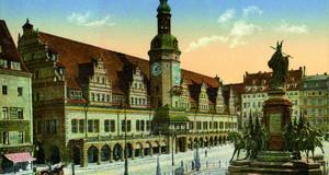 Postkarte des Leipziger Marktplatzes um 1900 mit Siegesdenkmal und Altem Rathaus.