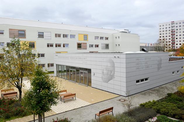 Gebäudeansicht W.-Oswald-Gymnasium