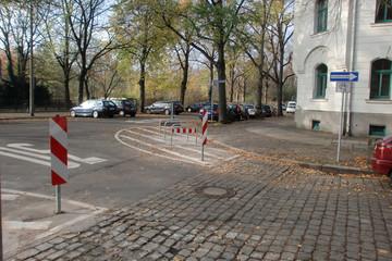 Bild wird vergrößert: Sperrfläche in der Brockhausstraße/Oeserstraße mit Fahrradbügeln