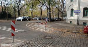 Sperrfläche in der Brockhausstraße/Oeserstraße mit Fahrradbügeln