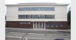 Die neue Außenansicht der frisch sanierten Bibliothek Plagwitz.