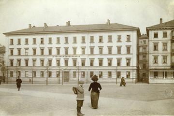 Bild wird vergrößert: Historisches Foto des Naturkundemuseums am Schulplatz