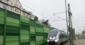 Schallschutzwand an Gleisanlagen der Bahn