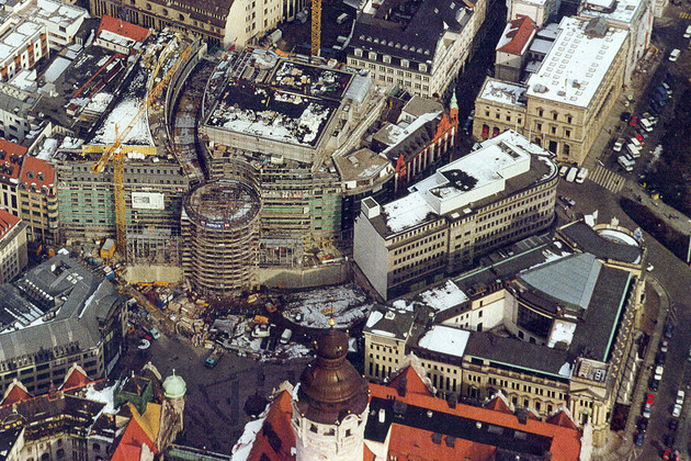 Blick aus der Luft auf die Baustelle zum Petersbogen