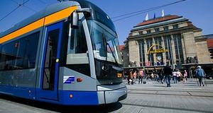 Straßenbahn vor Leipziger Hauptbahnhof