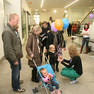Eröffnung der Stadtbibliothek - Luftballons für die Kleinen