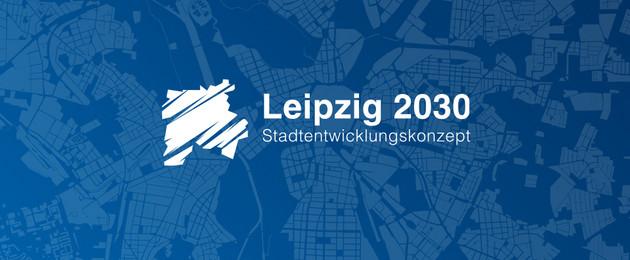 Weißes Logo mit Stadtumriss auf dunkelblauem Grund. Darauf ein Schriftzug, der sagt Leipzg 2030