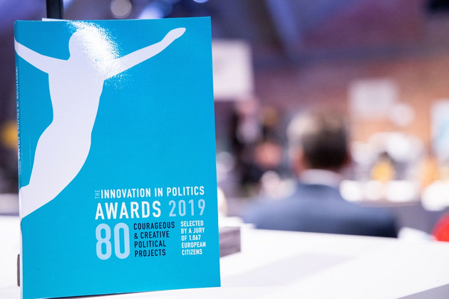 Fotographie des Begleithefts zum Innovation in Politics Award 2019