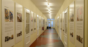 Eingangsbereich der Dauerausstellung 1933-1989 des Leipziger Schulmuseums.