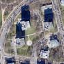 Entzerrtes Luftbild von Leipzig mit Blick auf den Herzliya-Platz und einige Hochhäuser, die große Schatten werfen.