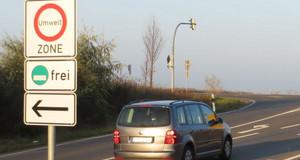 Verkehrsverbotsschild zur Umweltzone an der S43