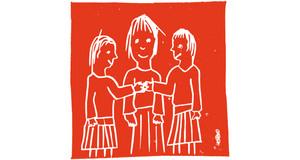 Auf orangem Hintergrund sieht man kindlich gezeichnet eine Gruppe im Halbkreis von drei Personen stehen. Zwei Frauen mit Rock stehen außen und in ihrer Mitte steht vermutlich ein Mann. Sie sind einander zugewandt, lächeln und unterhalten sich.