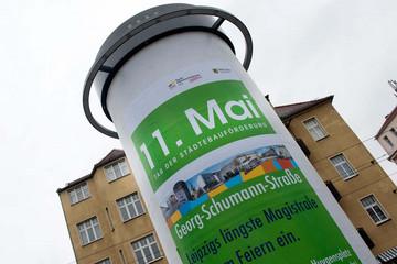 Bild wird vergrößert: Auf einer Litfaßsäule ist ein großes Plakat befestigt, das auf die Veranstaltung Tag der Städtebauförderung aufmerksam macht.