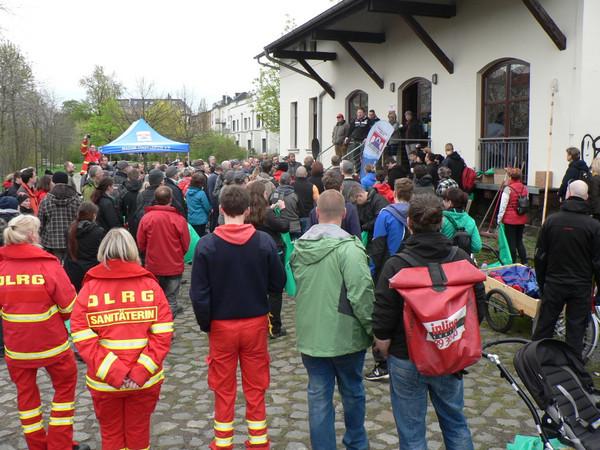 180 Helfer trafen sich am 16. April 2016 zur Gewässerreinigung am Karl-Heine Kanal.