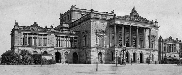 """Außenansicht des """"Neuen Theaters"""" am Augustusplatz um 1900"""