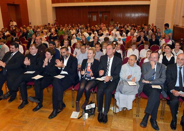 Interreligiöse Feier zur Eröffnung der Interkulturellen Wochen Leipzig 2014 Foto der ersten Reihe mit  OB Burkhard Jung und VertreterInnen verschiedener religiöser Körperschaftgen und Institutionen in Leipzig