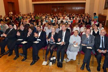 Bild wird vergrößert: Interreligiöse Feier zur Eröffnung der Interkulturellen Wochen Leipzig 2014 Foto der ersten Reihe mit  OB Burkhard Jung und VertreterInnen verschiedener religiöser Körperschaftgen und Institutionen in Leipzig