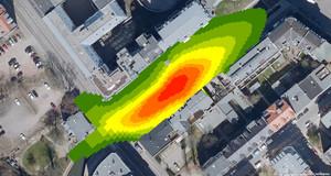 Luftaufnahme einer Straße mit eingezeichneter Ellipse, die farblich von rot (in der Mitte) über orange und gelb in grün übergeht