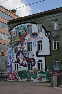 Bild wird vergrößert: Hausansicht im Leipziger Westen mit Wandmalerei in Form eines Gesichts