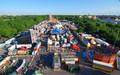 Leipziger Kleinmesse von oben mit vielen Fahrgeschäften und Rummelbuden