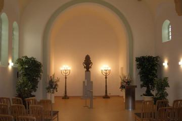 Bild wird vergrößert: In der Trauerhalle des Friedhofes Kleinzschocher