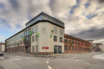 Bild wird vergrößert: Gebäudeansicht Fabrik Spreadshirt