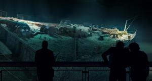 Visualisierung eines riesigen Rundbildes mit dem Wrack der Titanic und den Silhouetten von Menschen die davor stehen und sich das Panometer betrachten.