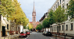 Blick zur Heilig-Kreuz-Kirche, Hedwigstraße