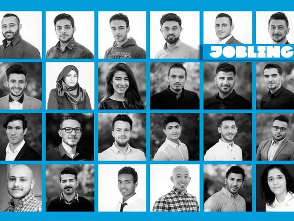 Collage aus zwanzig Schwarz-Weiß-Porträts von Menschen