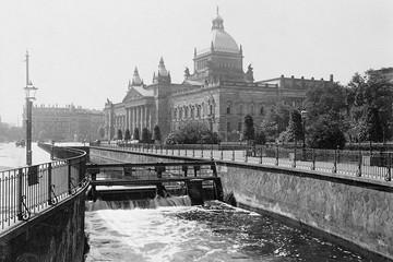 Bild wird vergrößert: Das Reichsgericht in Leipzig auf einer Aufnahme von der Vorkriegszeit (1930er Jahre).