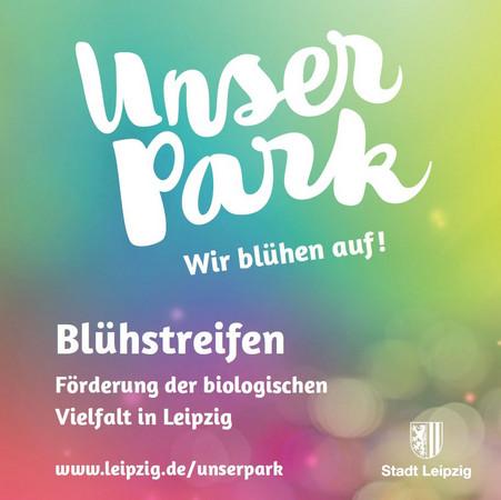 """rosa-grüner Hintergrund, darauf in weiß der Schriftzug """"Unser Park. Wir blühen auf. Blühstreifen. Förderung der biologischen Vielfalt in Leipzig"""" und das Stadtwappen der Stadt Leipzig"""