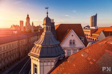 Bild wird vergrößert: Blick über Leipziger Dächer mit dem Neuen Rathaus und dem City-Hochhaus.