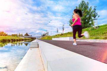 Bild wird vergrößert: Lindenauer Hafen mit Sportlerin
