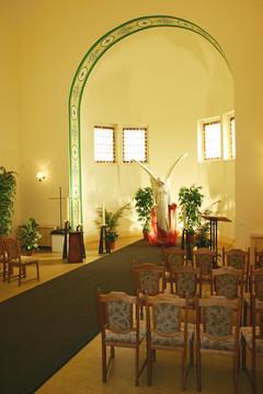 Bild wird vergrößert: Innenansicht der Trauerhalle auf dem Ostfriedhof