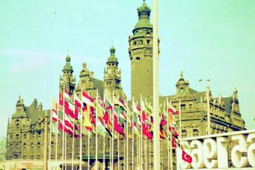 Bild wird vergrößert: Die Abbildung zeigt das Neue Rathaus während der Feierlichkeiten zum 800-jährigen Stadtjubiläum 1965.