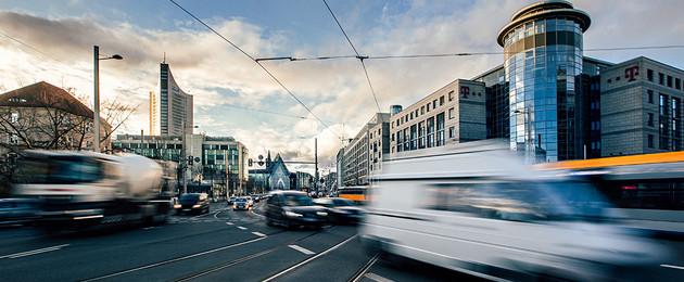 Kreuzung Johannisplatz mit vielen fahrenden Autos