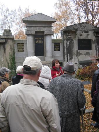Führung über den Alten Israelitischen Friedhof durch die Ephraim-Carlebach-Stiftung