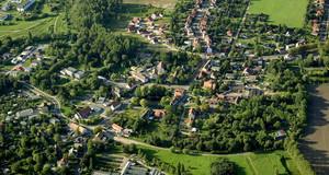 Gezeigt wird ein Luftbild von der Ortslage Holzhausen im Leipziger Süden