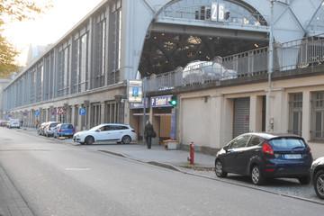 Bild wird vergrößert: Leipziger Hauptbahnhof von außen mit Einfahrt zum Parkhaus Promenaden Ost