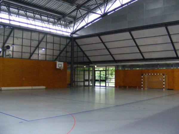 Kleine Sporthalle innen mit einem Handballtor in der Nebenhalle der ARENA Leipzig