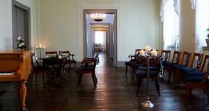 Saal im Mendelsson-Haus mit dunklem Parkett