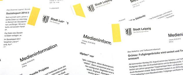 Breit gefächerte Ausdrucke von Medieninformationen der Stadt Leipzig.
