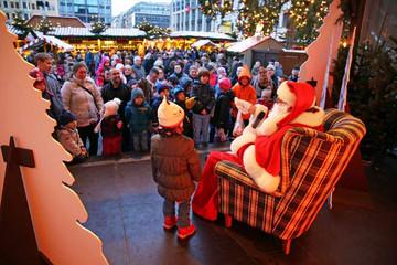 Bild wird vergrößert: Leipziger Weihnachtsmarkt - Weihnachstmannsprechstunde