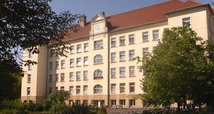 Gebäudeansicht Grundschule - 33. Schule