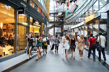 Bild wird vergrößert: Shopping at Petersbogen