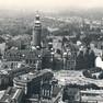 historische Luftaufnehme des Platzes mit Rathausturm