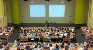 Viele Studenten in einem Hörsaal
