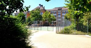 Gebäudeansicht Grundschule - Schule am Adler