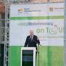 Auf der Bühne steht Innenminister Horst Seehofer und hält eine Rede.