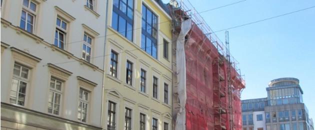 Häuserfassaden in der Riemannstraße Ecke Karl-Liebknecht-Straße